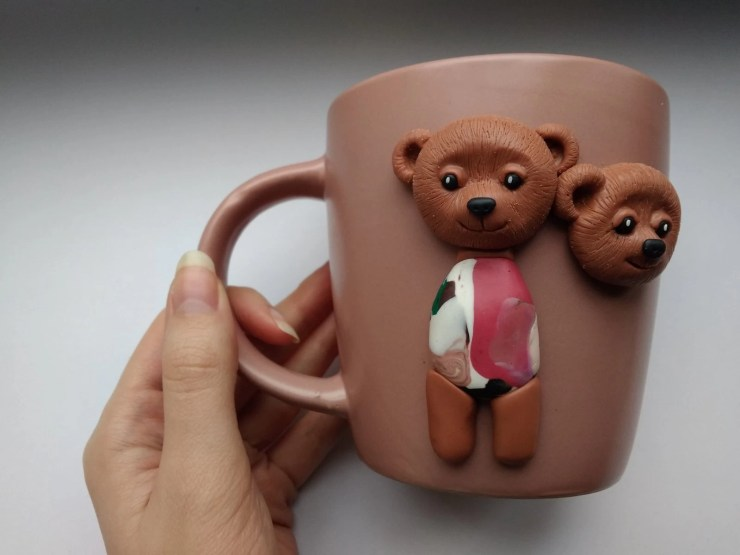 7 Polymer clay cup decor: A couple of bears