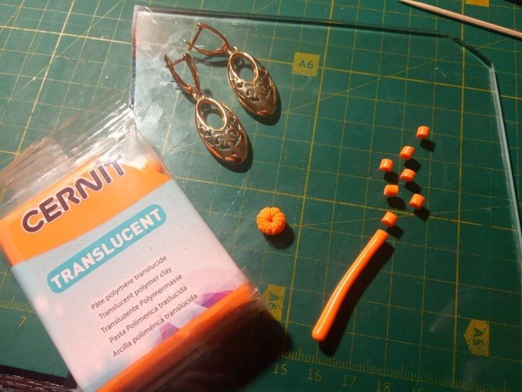 1. A photo tutorial on sculpting earrings with miniature Tangerines from polymer clay
