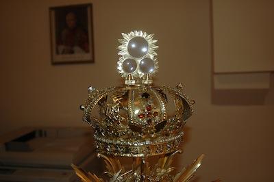 Korona królowej Jadwigi i cyborium na trzy hostie