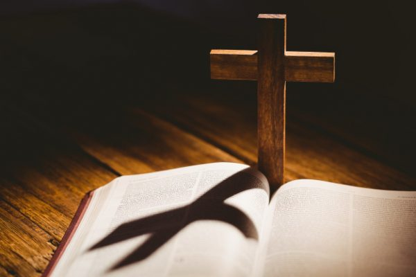 biblia i krzyż