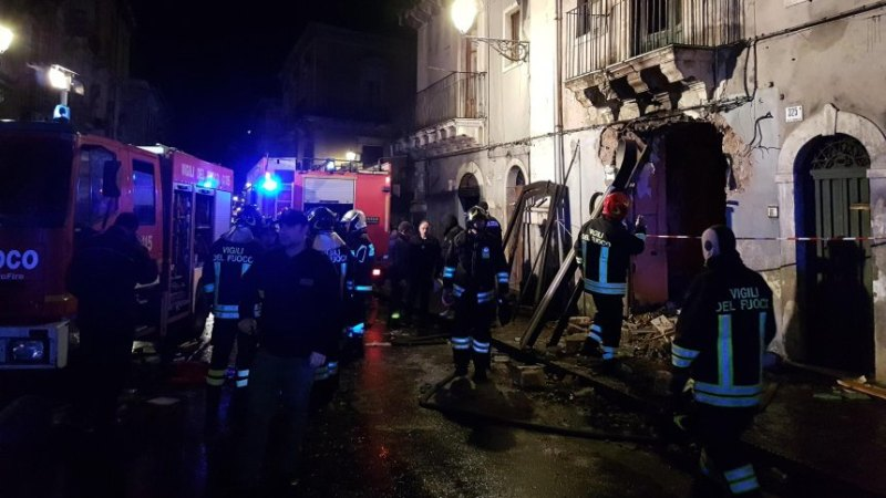 ?? Catane : Une explosion de gaz provoque la mort de deux pompiers et d'un habitant