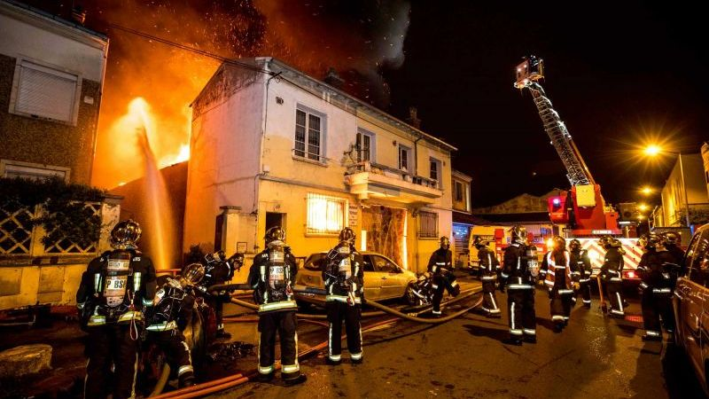 ?? La Courneuve (93) : Un entrepôt détruit par les flammes, des familles évacuées
