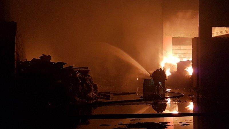 ?? Pont-Sainte-Maxence (60) : Violent feu d'usine de recyclage