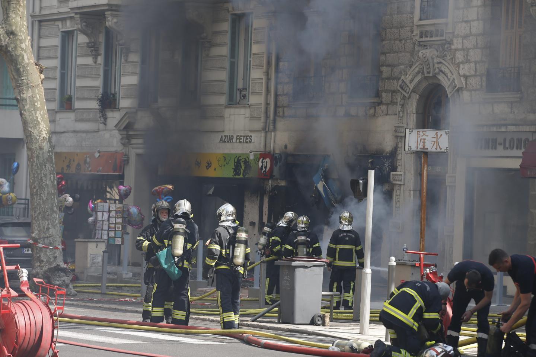 🇫🇷 Nice (06) : Incendie dans un magasin du centre-ville, un pompier grièvement blessé