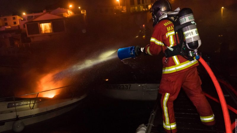 🇫🇷 Marseille (13) : Une vingtaine de bateaux en feu au port des Goudes