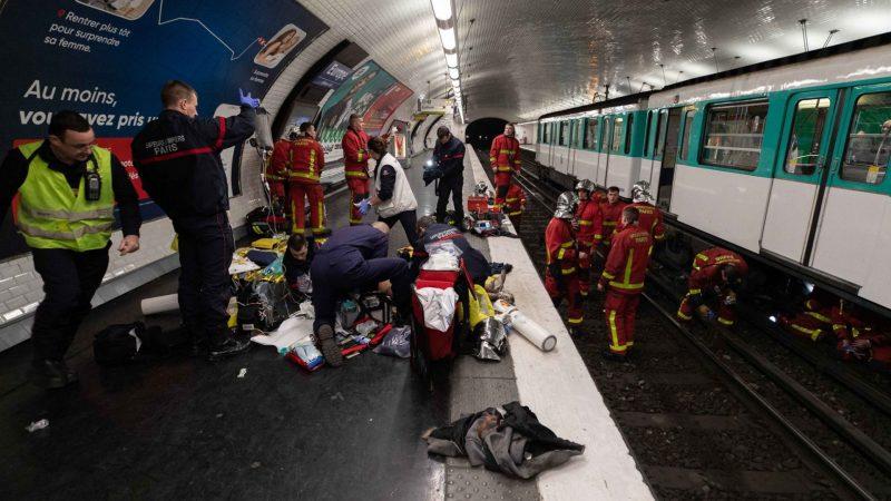 ?? Paris (75) : Un voyageur coincé sous un métro à la station Europe