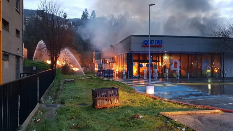 ?? Grasse (06) : Une explosion suivie d'un incendie détruisent un supermarché