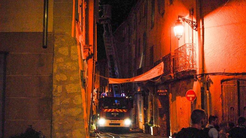 🇫🇷 Forcalquier (04) : Un incendie d'immeuble engendre 7 blessés chez les pompiers