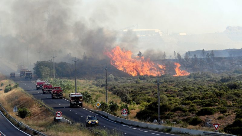 ?? Fabrègues (34) : Un véhicule de commandement des pompiers brûle dans un feu de forêt