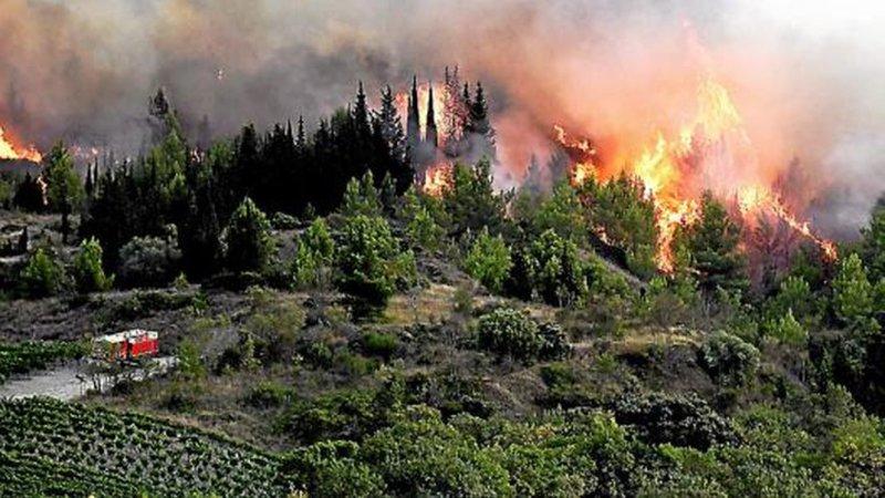 ?? Montirat (11) : 900 hectares de végétation en feu