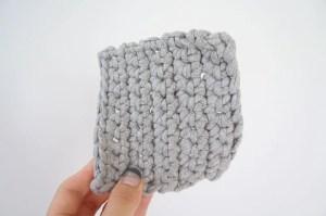 埼玉県所沢市のかぎ針編み教室pomponnerで使うzpagettiレッスンの編み地10号を持った時