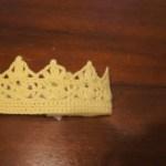 埼玉県所沢市の編み物教室pomponnerが編んだ王冠のヘアバンドの画像
