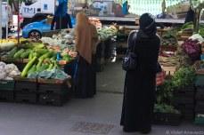 Women shopping. © Violet Acevedo