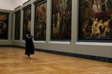 Strolling past the Rubens. © Violet Acevedo