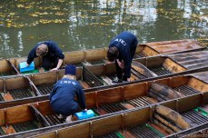 Cleaning out the punting boats on the River Cherwell. © Violet Acevedo