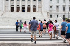 American tourists walk towards the capital steps. © Violet Acevedo