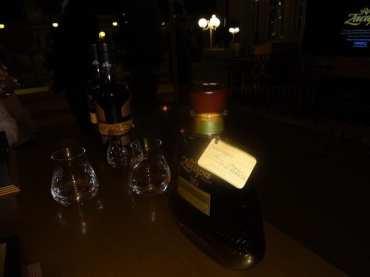 Zacapa Room   Un viaje sensorial al universo del ron Zacapa   Hasta 02-10-2014   Botella de ron Zacapa XO