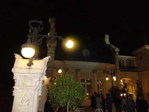 Zacapa Room   Un viaje sensorial al universo del ron Zacapa   Hasta 02-10-2014   Farolas terraza del Casino de Madrid