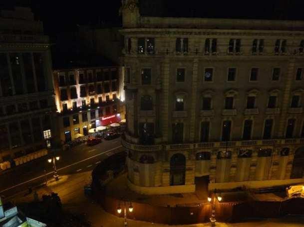 Zacapa Room   Un viaje sensorial al universo del ron Zacapa   Hasta 02-10-2014   Vista de las calles Alcalá y Sevilla desde la terraza del Casino de Madrid