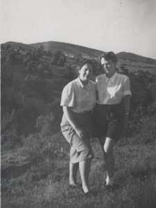 Salir del Armario | Sobre Gloria Fuertes en su centenario | Gloria y Phyllis | Madrid 1955
