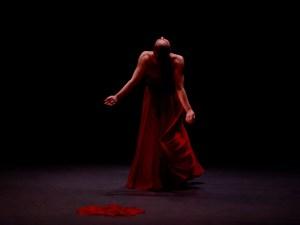 Danza en la Villa 2021   Fernán Gómez. Centro Cultural de la Villa   14/04-02/05/2021   Mujer de pie