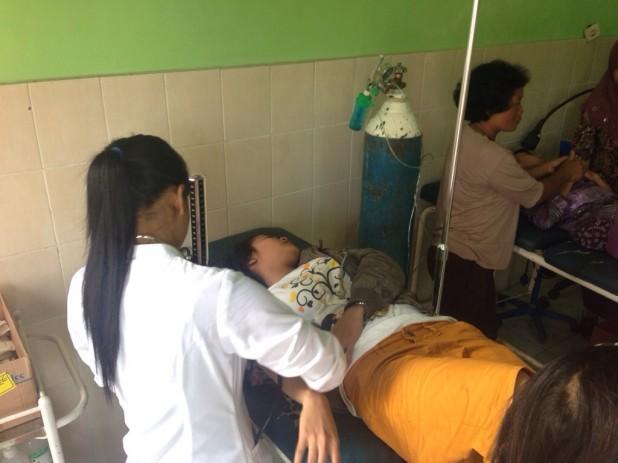 Novianti dari Kuwon mendapatkan perawatan
