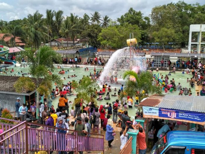 Liburan di WaterByur Sumber Ponjong 2017