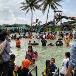 Semua senang dan berenang Liburan di WaterByur Sumber Ponjong 2017