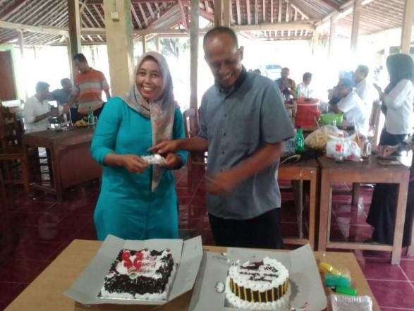 Pak Lurah Arif Al Fauzi bersama Istri Tri Hesti
