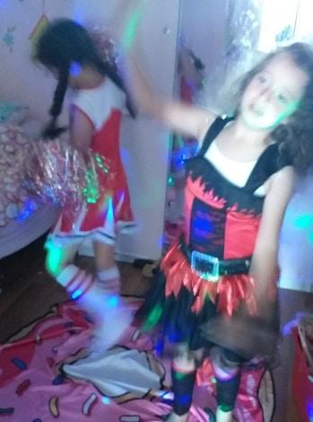 מסיבת ריקודים רעיונות למשחקים בבית