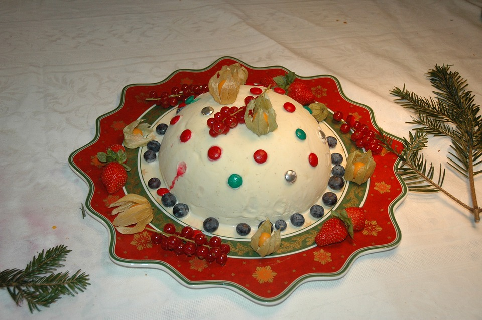 Modern American Kids Try Christmas Desserts, From 1920s to Present