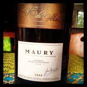 O Maury se assemelha ao Porto Ruby. Escuro, denso, tem ameixa preta, cereja escura,uva passa no nariz. Além de pimenta do reino. Deve ficar ótimo com chocolate. Custa R$ 235, na Decanter.