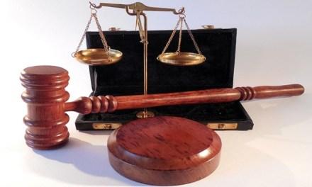 Aplicação de multa a advogado que abandona processo é constitucional