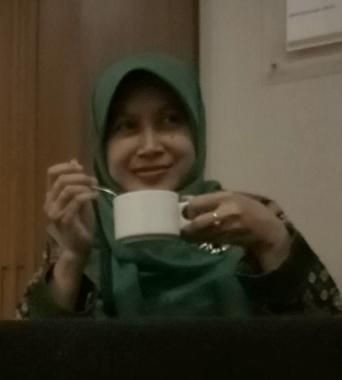 wanita wonosobo menikmati kopi