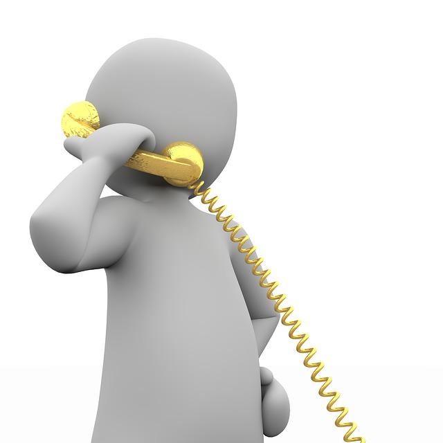 sedang menelfon