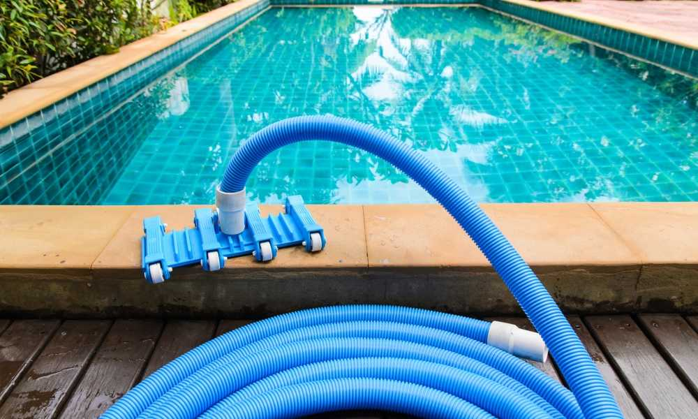 How does a pool vacuum hook up
