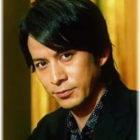 岡田准一がライブコンサートでピアノを演奏…本当に弾いてる?