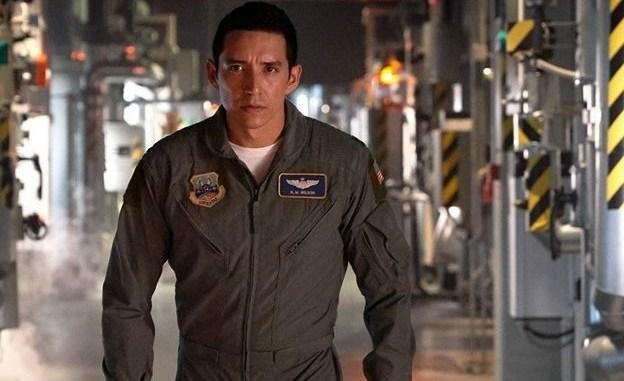 Gabriel Luna dans le rôle de Terminator
