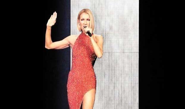 Céline Dion étincelante dans une robe rouge