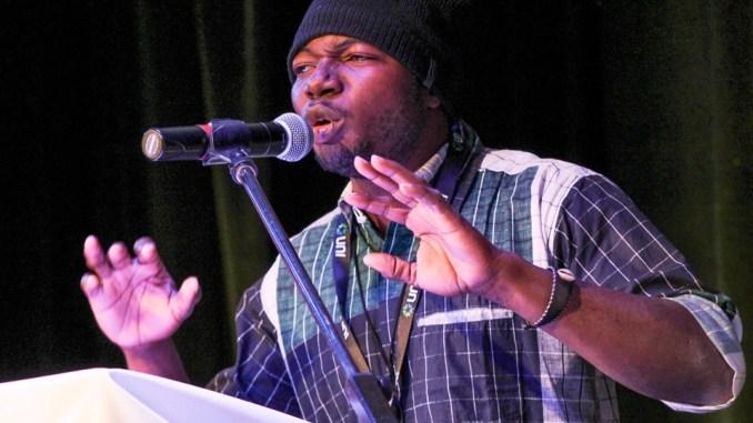 Performance de Dynamique Saye, slameur venu du Mali