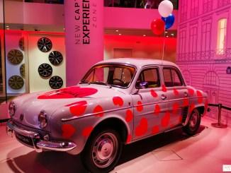 Une Renault Dauphine, voiture emblématique des années 50, customisé par Dein.TM.