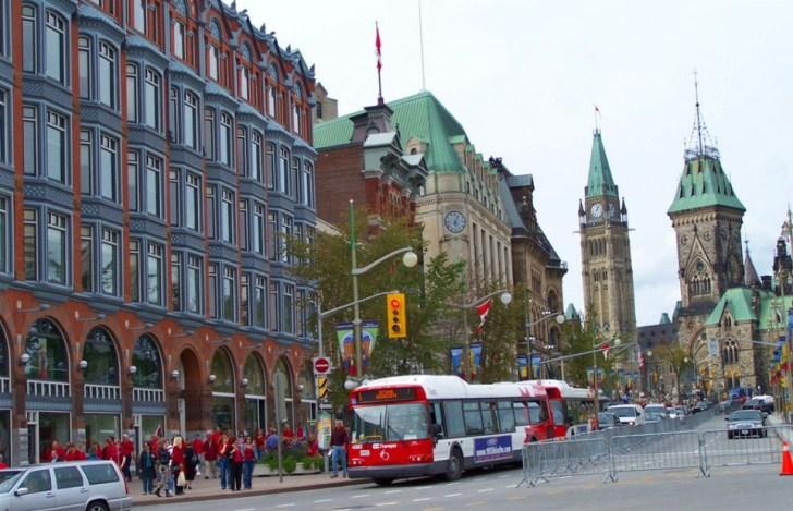 1024px-Ottawa_Elgin_Street_at_Queen