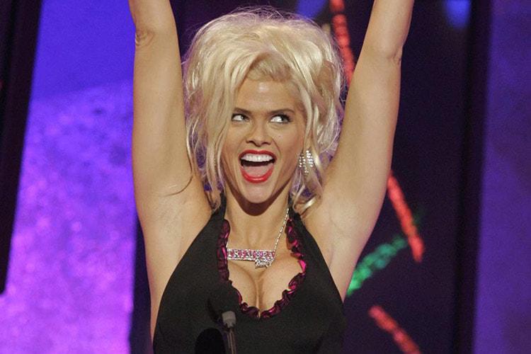 Estos 5 videos de Anna Nicole Smith son la risa (y dejan claro por qué la adoramos)