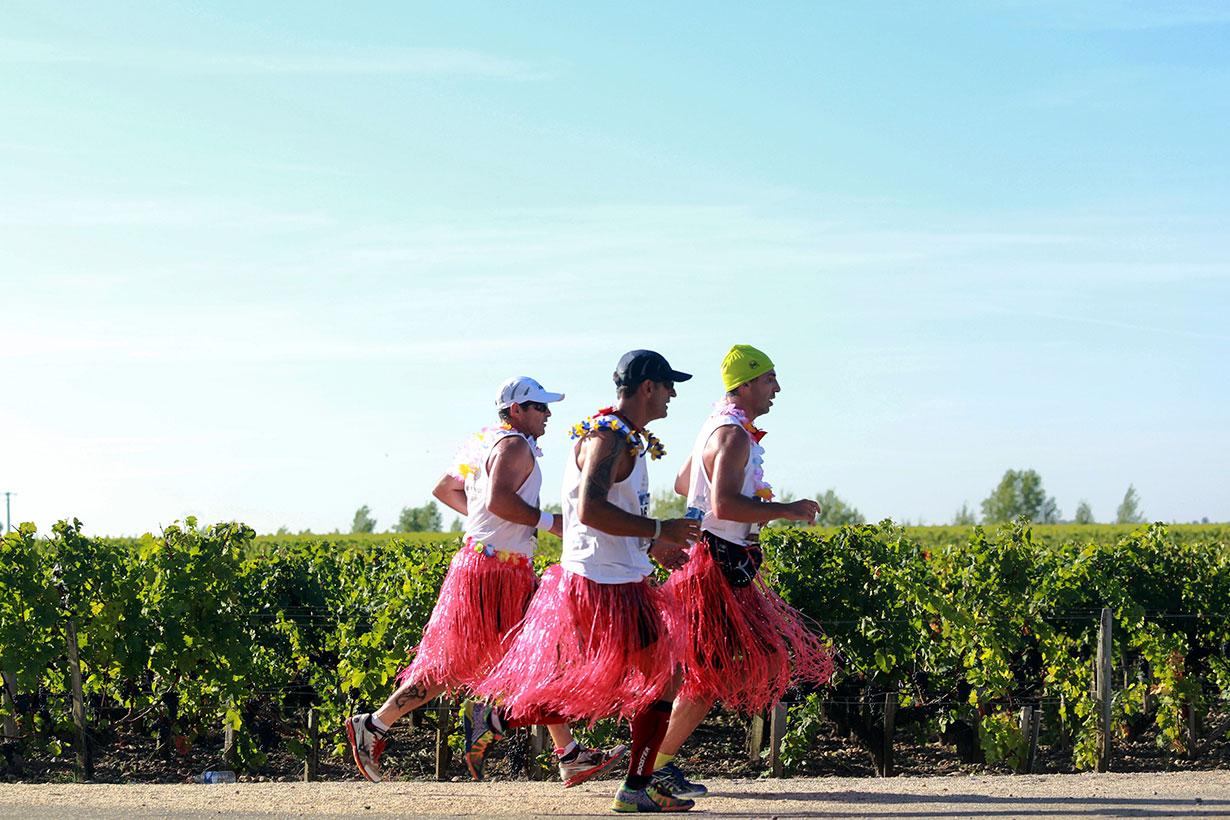 法國「最歎馬拉松」!邊喝紅酒邊跑、還要你穿得漂亮