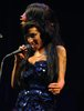 amy winehouse performs at glastonbury festival