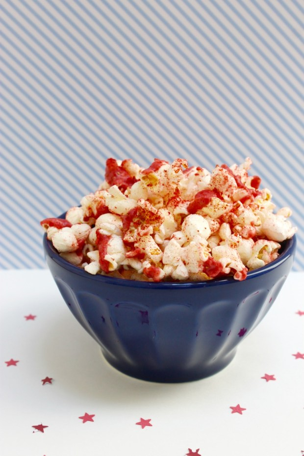 Strawberry Pie Flavored Popcorn | Popcorn & Chocolate