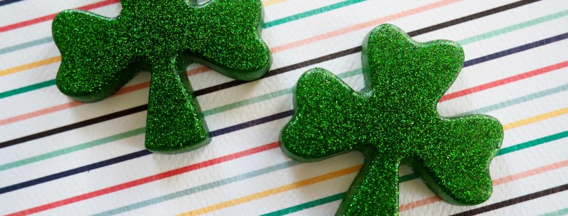 DIY glittery green shamrock pins for St. Patrick's day | Popcorn and Chocolate
