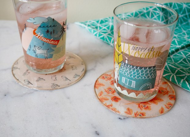 DIY patterned coasters using resin | Popcorn and Chocolate