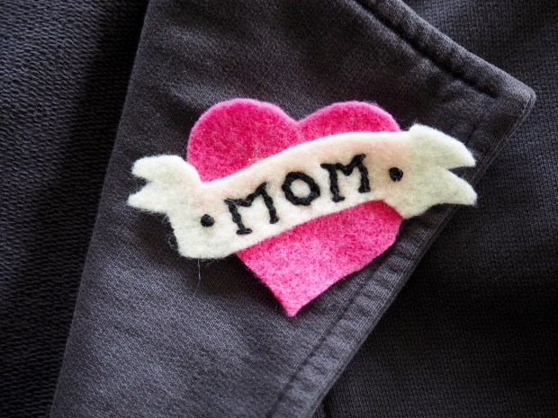 DIY Felt Mom Patch For Mother's Day | Popcorn and Chocolate