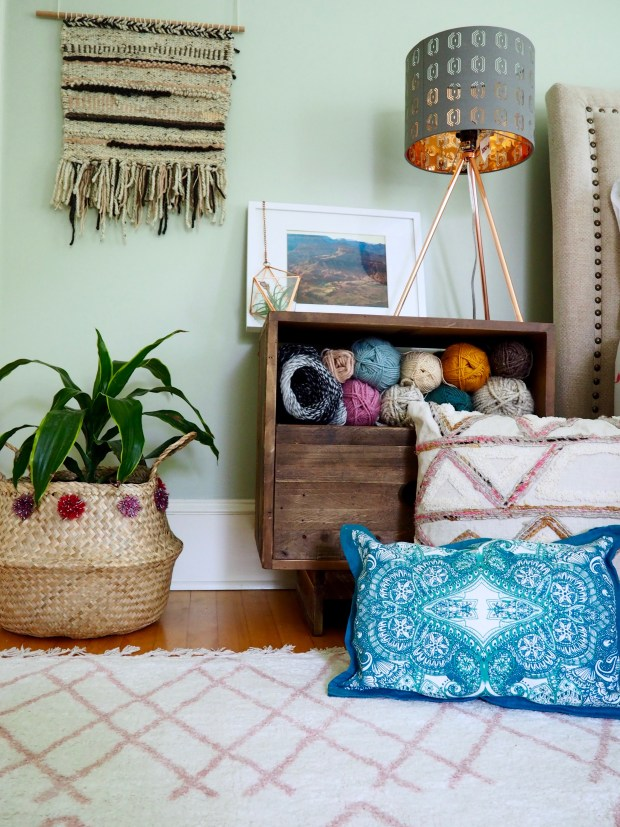 6 items to make your house a home and a simple no-sew pillow diy | We're going to make it
